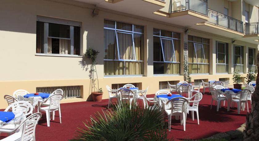 Benvenuti hotel rimini 3 stelle con piscina - Hotel con piscina a rimini ...